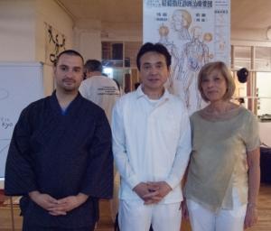 Haruhiko Masunaga con Maicol Rossi (presidente APOS) e Dorotea Carbonara (Presidente FISieo)